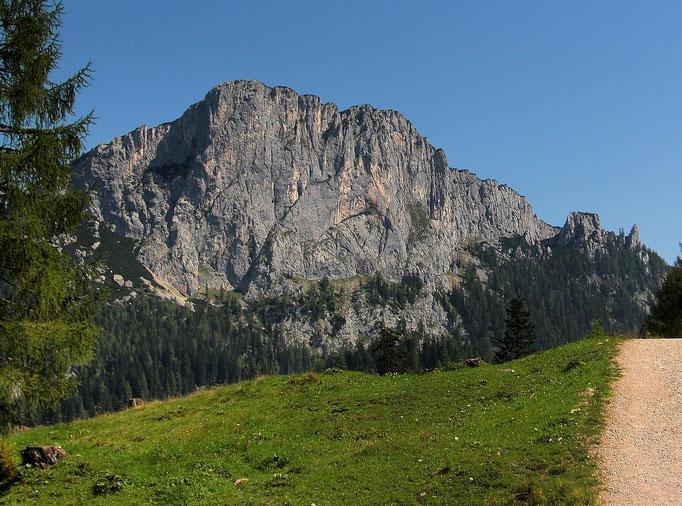 Die ca. 400 m hohe Felswand des Stubwieswipfels