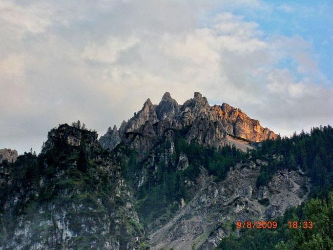 Schrofenflanke, durch die der Stoderer Dolomitensteig führt.