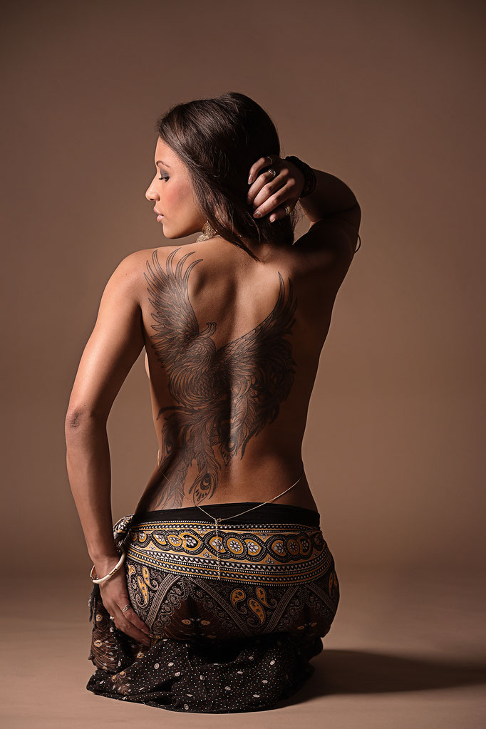 Beauty Fotohshooting mit Tattoo by Claudia Mamone