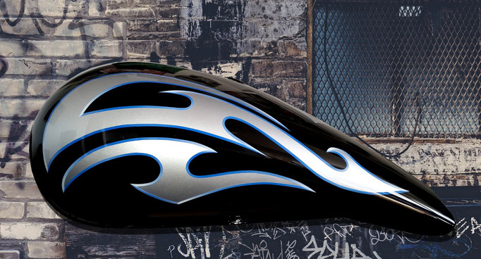 Motorradtank Tribals schwarz/silber - Airbrush