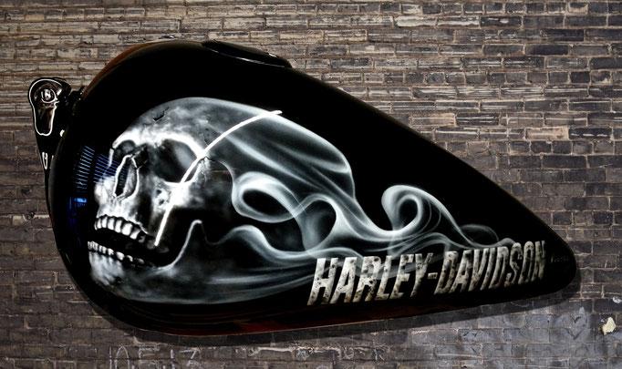 Motorradtank Skull Smoke Harley Davidson - Airbrush