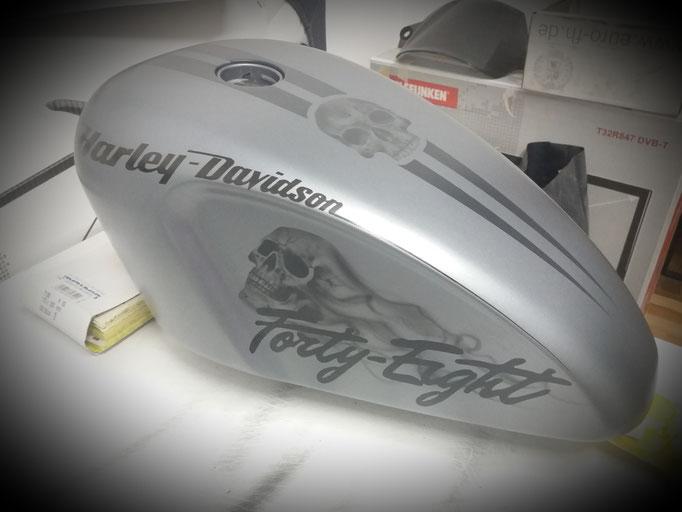 Harley Davidson Tank - Airbrush