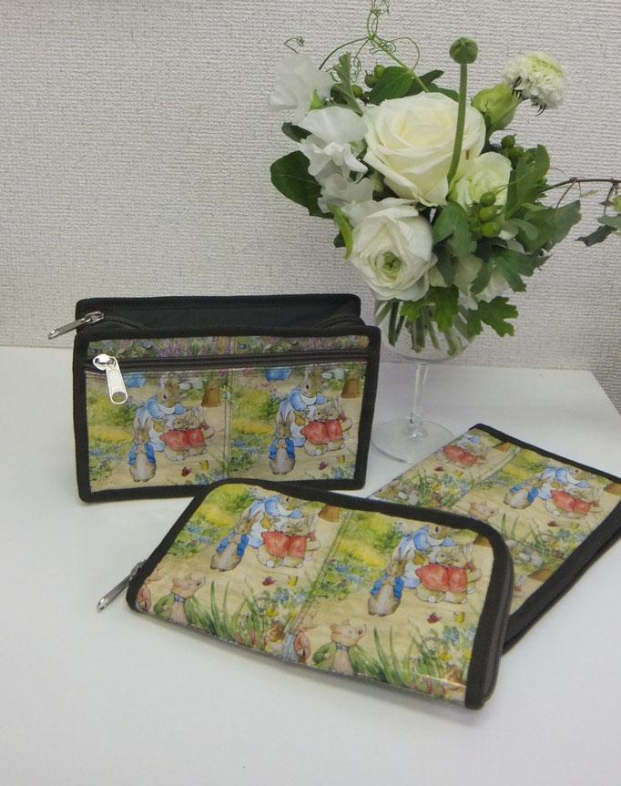 コスメポーチ 1600円+税 ウォレット3500円+税
