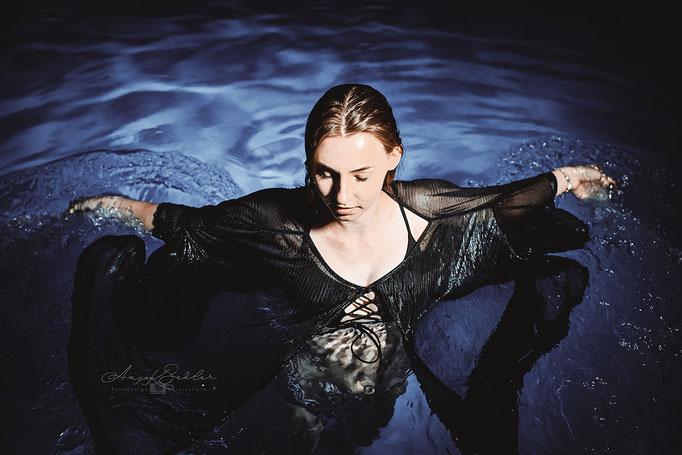 Model Carla - Pool Shooting - People Shooting
