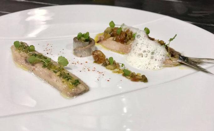 Duo de sardines marinées au vinaigre de cidre, guindillas, persil, fruits secs - émulsion anisée