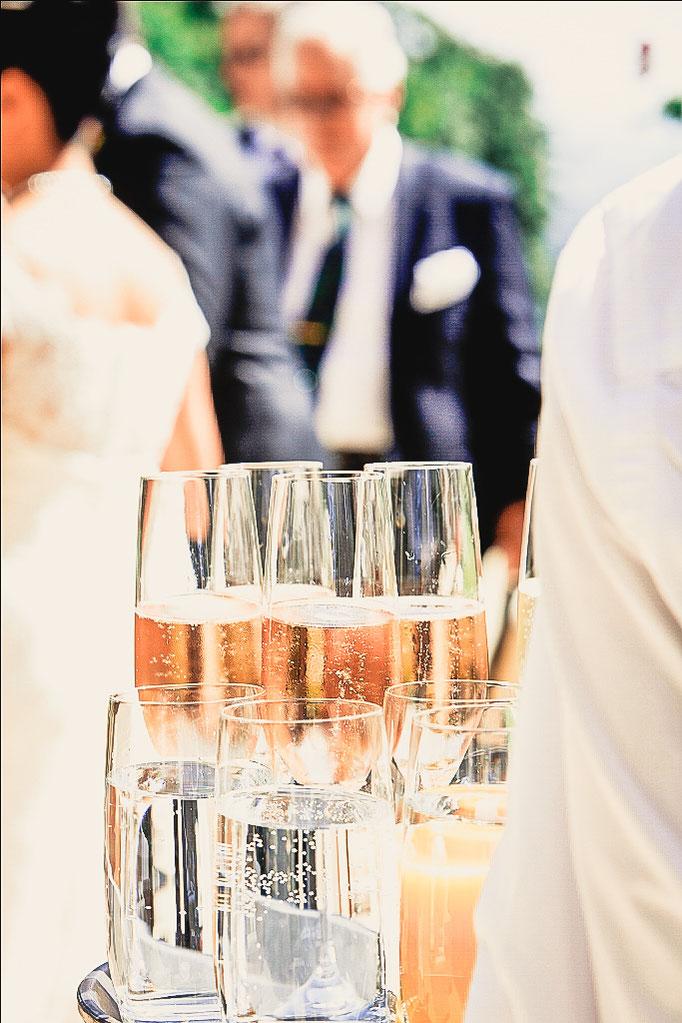 Glaeser-mit-Champagner