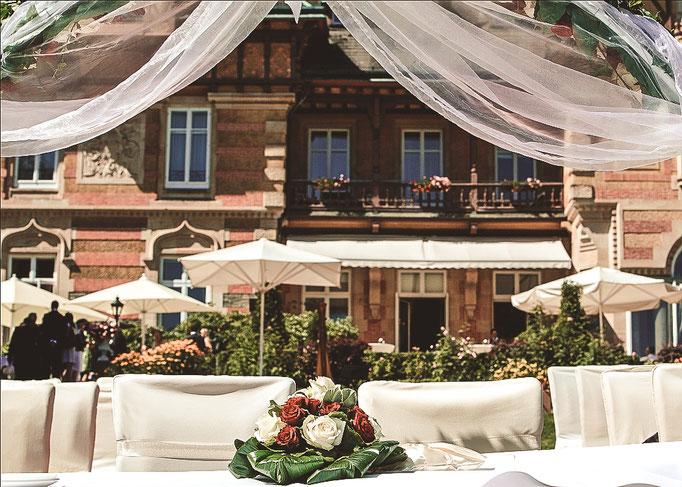 Blick-auf-Villa-Rothschild-Kempinski