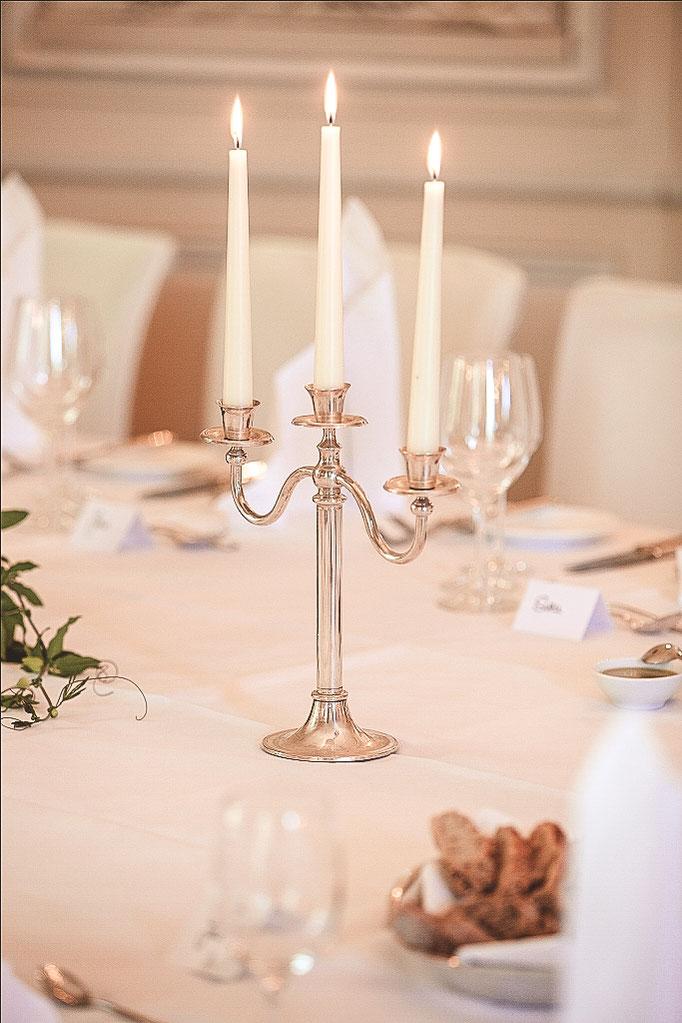 Kerzen-auf-Hochzeitstafel