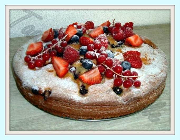 Rode vruchten cake