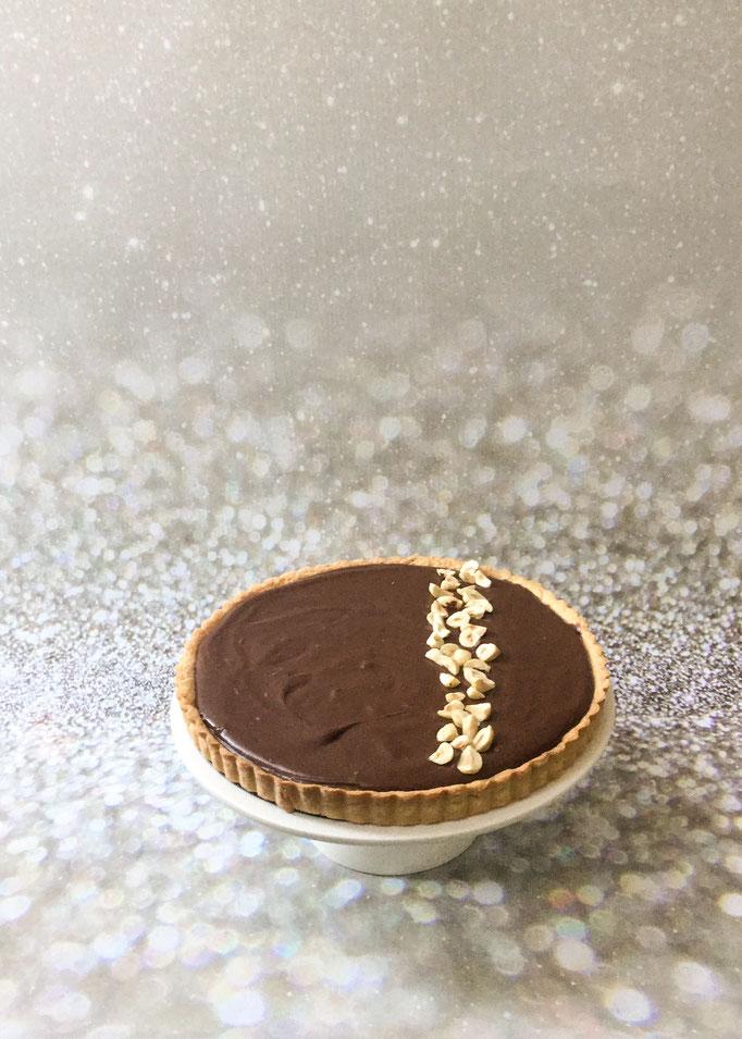 Chocolade ganache taart gevuld met gezouten karamel