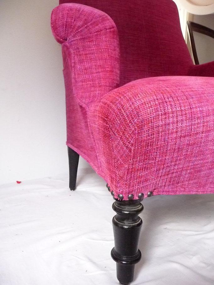Fauteuil Anglais : Rénovation de la couverture - Editeur : Créations Métaphores - Collection : PITIKA - Finition couture main + clous décoratifs