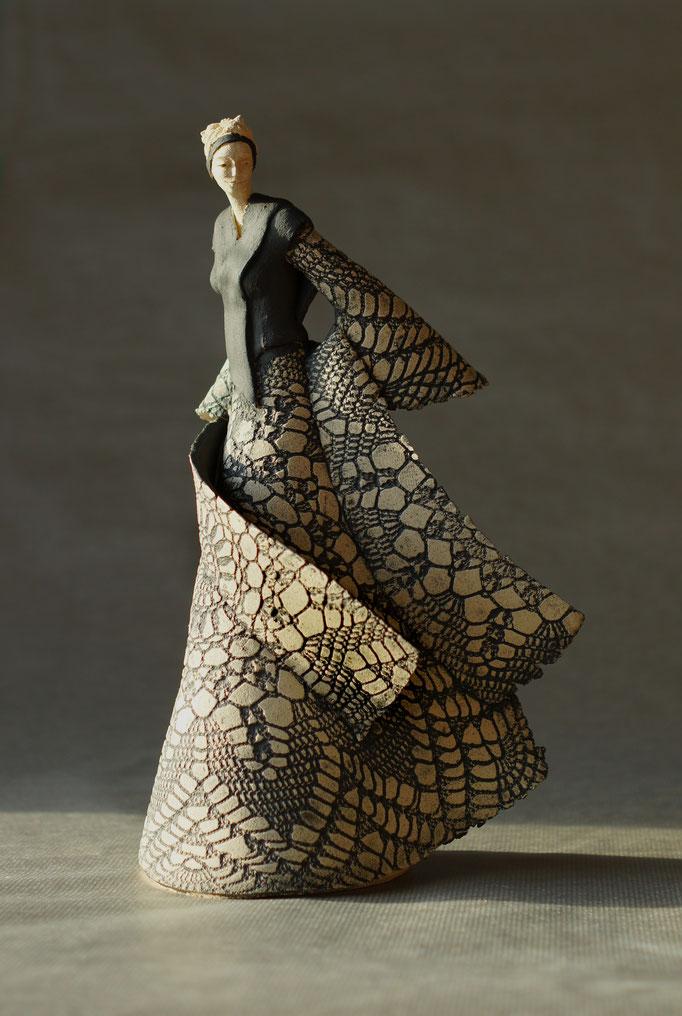 Madames jeanne sarah bellaiche c ramiste cr ation de c ramiques contempor - Statue exterieur design ...