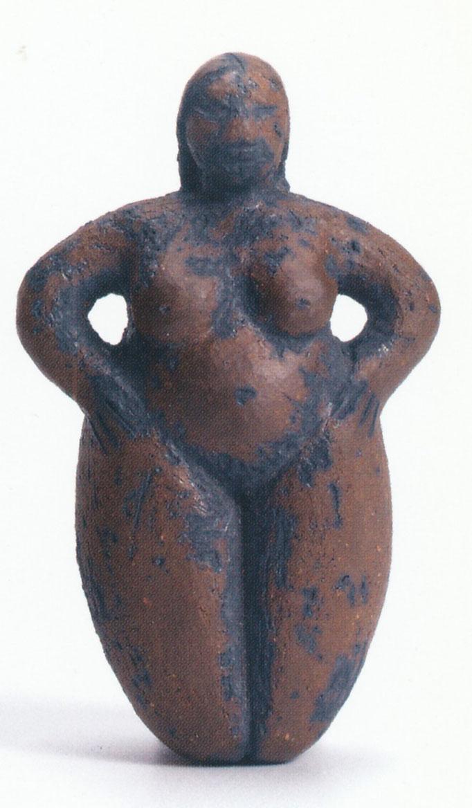 kleine Göttin schwarz, schwarzer Ton, 8 cm