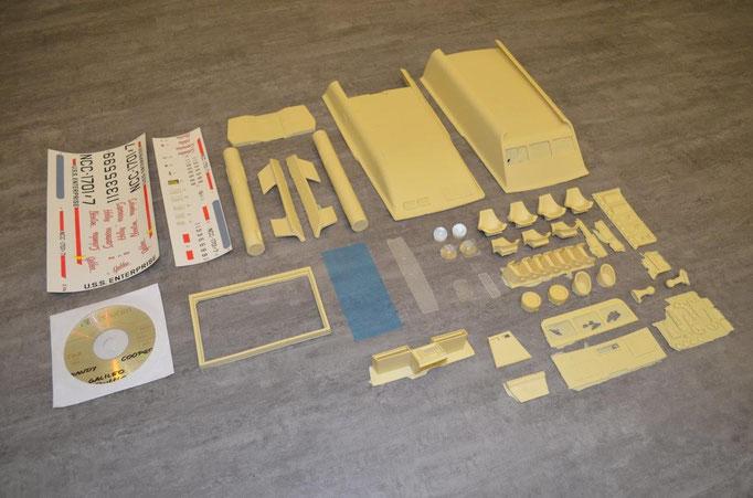 Die Klarsicht-Teile und die kleineren Einzelteile sind in Plastiksäckchen verpackt.