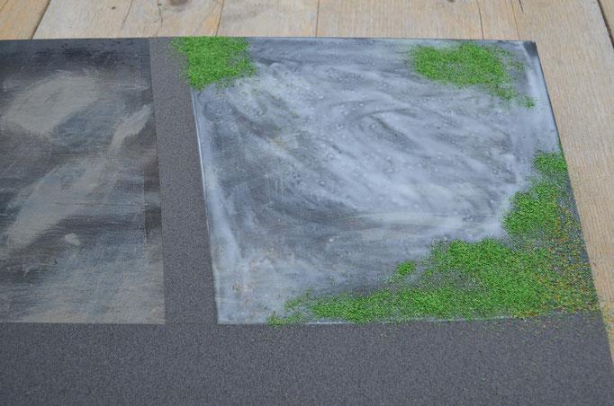 Verschiedene Modellbau-Rasen-Arten werden fleckig aufgeträufelt