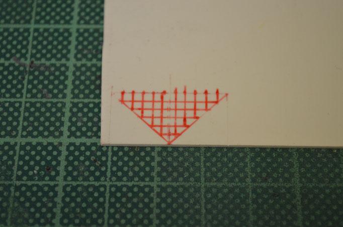aus einer 1mm Styrene-Platte entsteht das Teil, Einzeichnen der Stufen