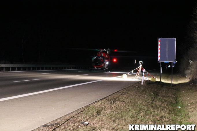 Ein Rettungshubschrauber aus Marzahn brachte die 18-Jährige in ein Krankenhaus.|Foto: Patrick Barnitzke