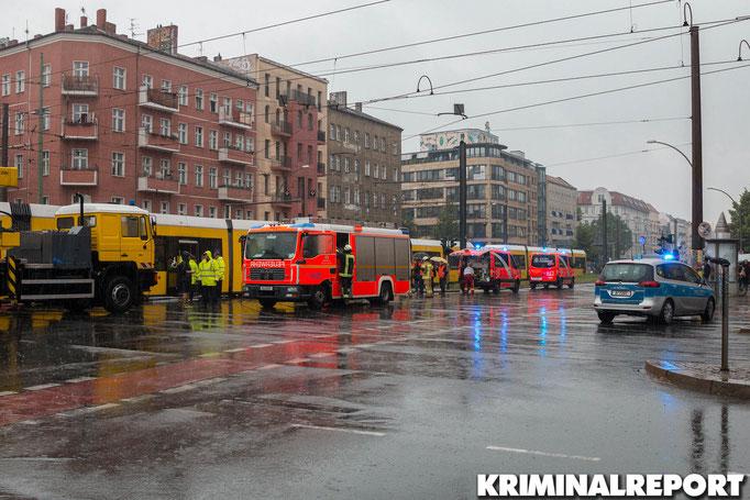 Rund 50 Einsatzkräfte der Feuerwehr waren am Unfallort.|Foto: Christopher Sebastian Harms