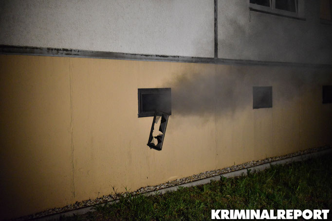 Rauch dringt aus dem Keller.|Foto: Kevin Wuske