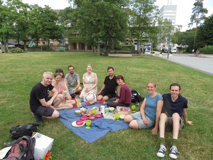 Unsere große Spiele-Picknickrunde ...