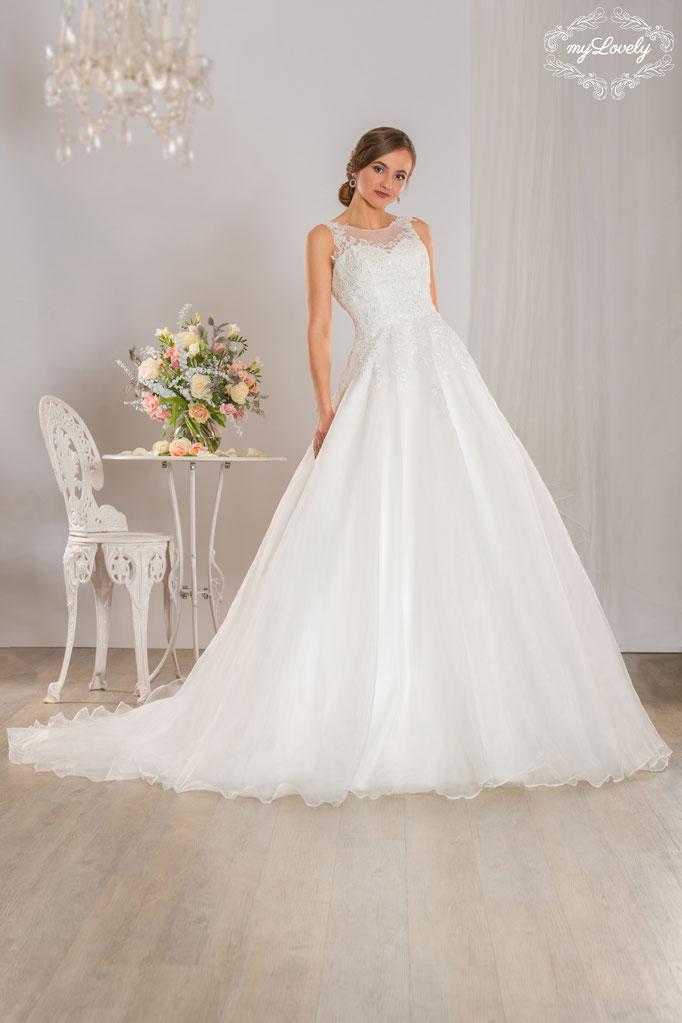 weiße Brautmode Brautkleider verspielt NEU elegant feine Spitze bei München myLovely Knopfleiste Träger White