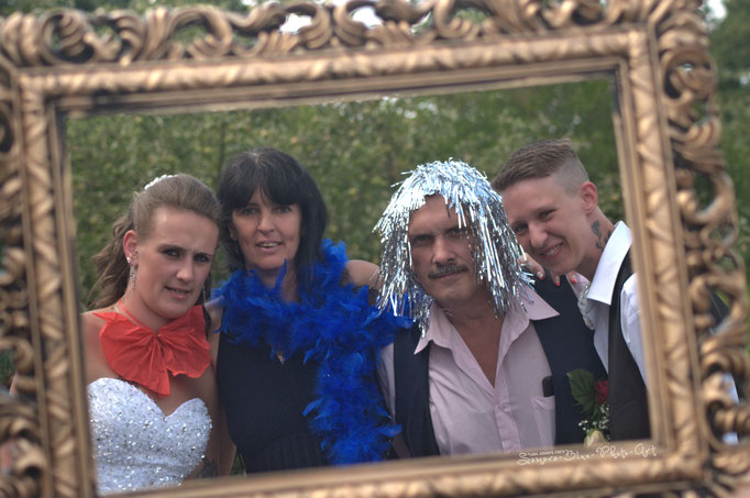 """""""Es muss nicht immer alles Sinn machen. Oft reicht es schon, wenn es Spaß macht."""" – mit Jacky Vahnenbruck und Janine Vahnenbruck. Hochzeitfotografie - Samara Blue/Kerstin Ellinghoven - Fotografin in Krefeld - Lady-Sahmara-Photo"""