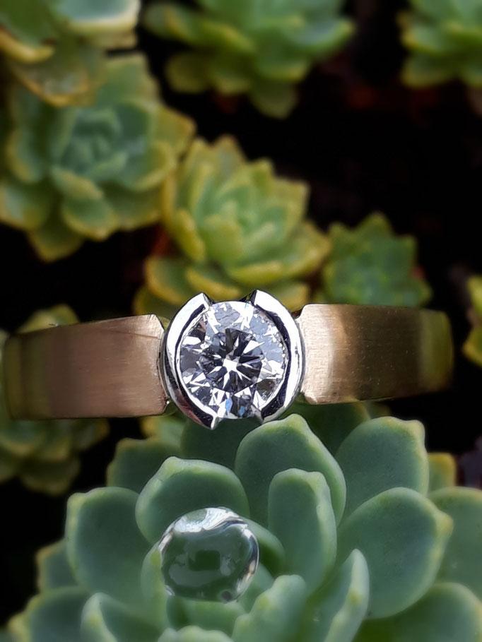 Ring Brillant Solitärring0,27 carat TWvsi  750 Gelbgold Fassung Platin- verkauft