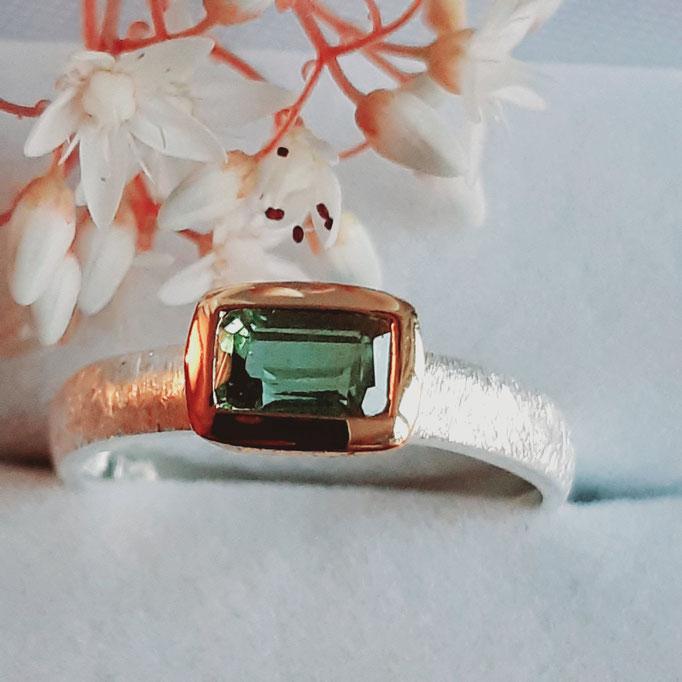ring-turmalin-gruen-6x4 mm-silber-925-sterling-fassung vergoldet