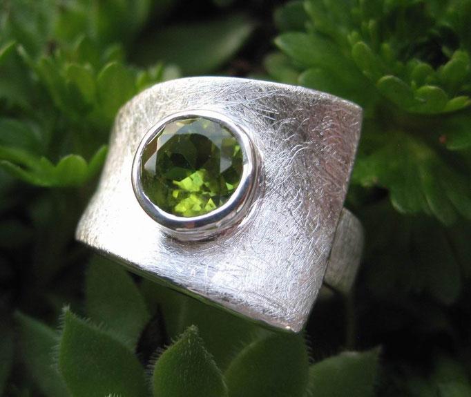 ring-sterling-silber-925-peridot-7 mm-groessenverstellbar-auch in-blautopas-beh.-granat-amethyst