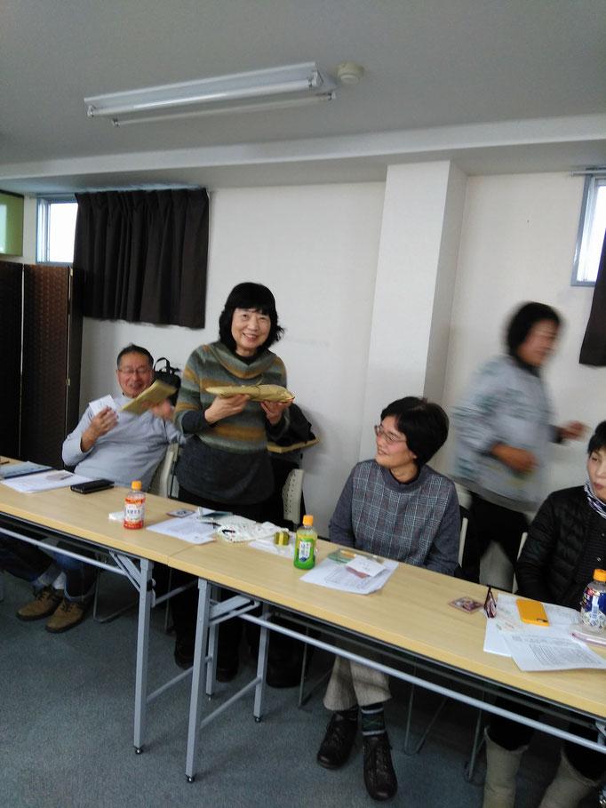 福引1等賞は葉井さん、2等は小林さん