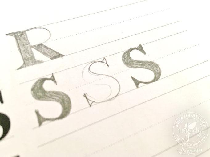 """Barbara gibt mir einen wertvollen Tipp für das Konstruieren des Buchstabens """"S"""""""