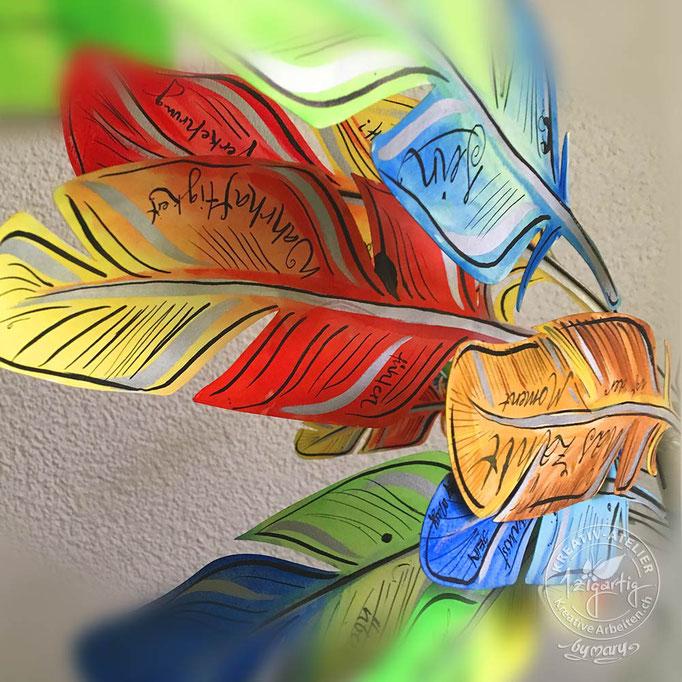 Dreidimensionale gemalte Federn mit Handlettering