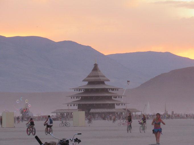 Der Tempel in der Dämmerung
