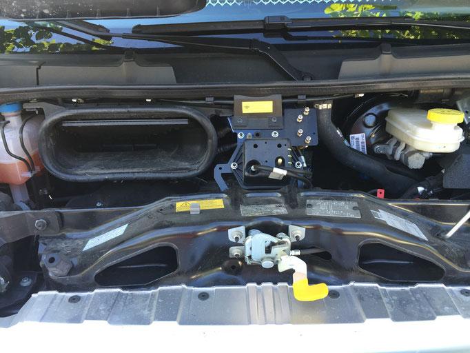 Druckventile Vierkanal Luftfederung im Motorraum