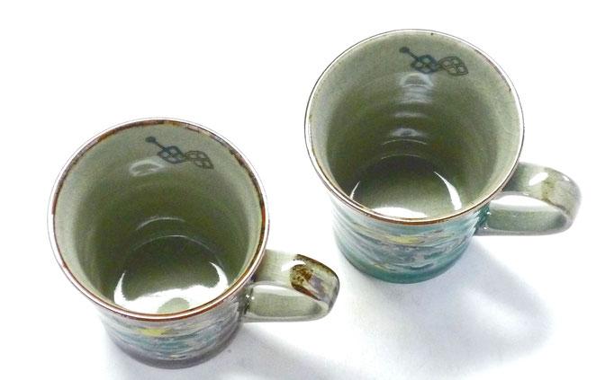九谷焼通販 おしゃれ ギフト マグカップ マグ ペア セット 宝尽くし 紫&緑塗り 中裏絵 上からの図