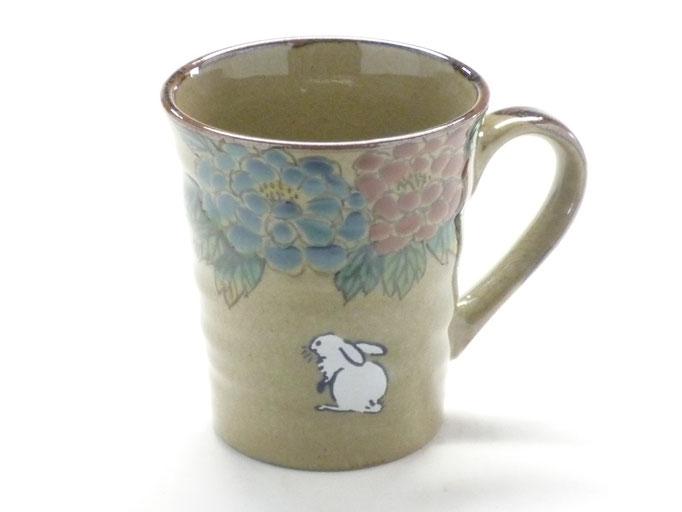 九谷焼通販 おしゃれなマグカップ マグ 白兎 色絵牡丹 正面の図