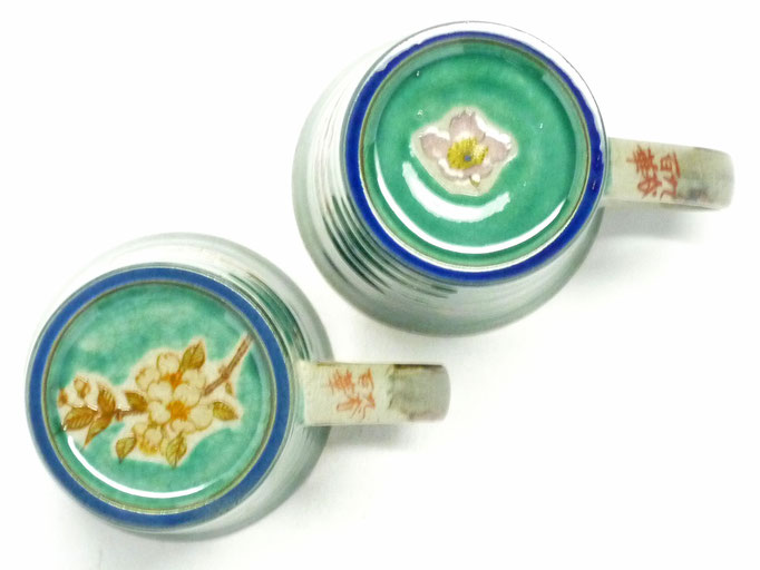 九谷焼通販 おしゃれ ギフト マグカップ マグ ペア 夫婦 しだれ桜緑塗り&ソメイヨシノ緑塗り 裏絵の図