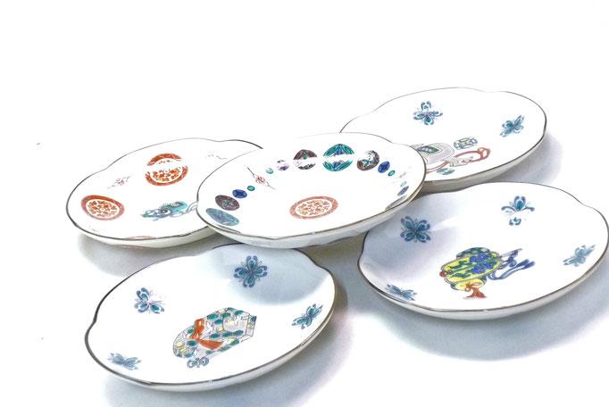 九谷焼通販 おしゃれな皿揃え 小皿 宝尽くし 絵変り 4寸梅型 裏絵