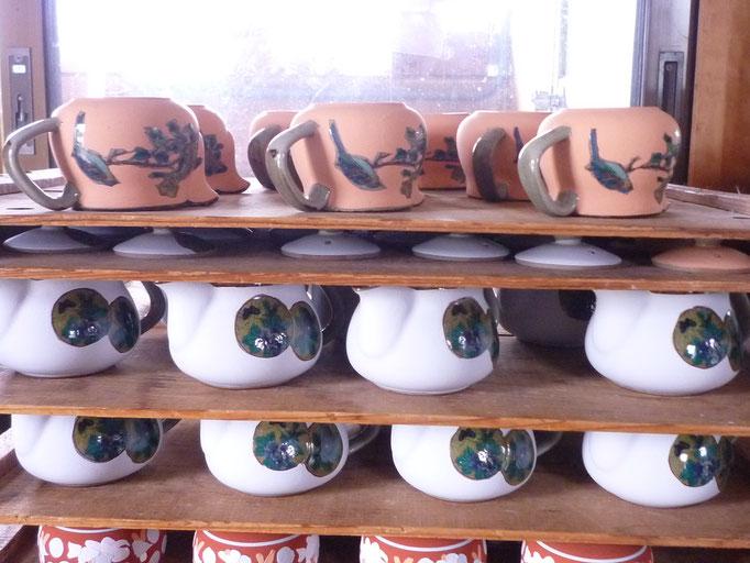 九谷焼酒井百華園 盛り絵の具 絵付け風景