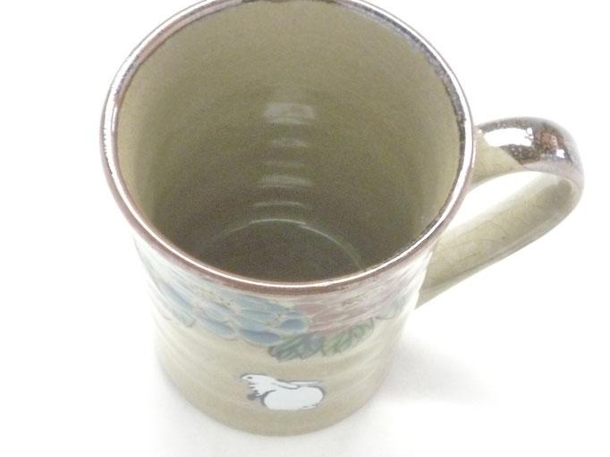 九谷焼通販 おしゃれなマグカップ マグ 白兎 色絵牡丹 中の図