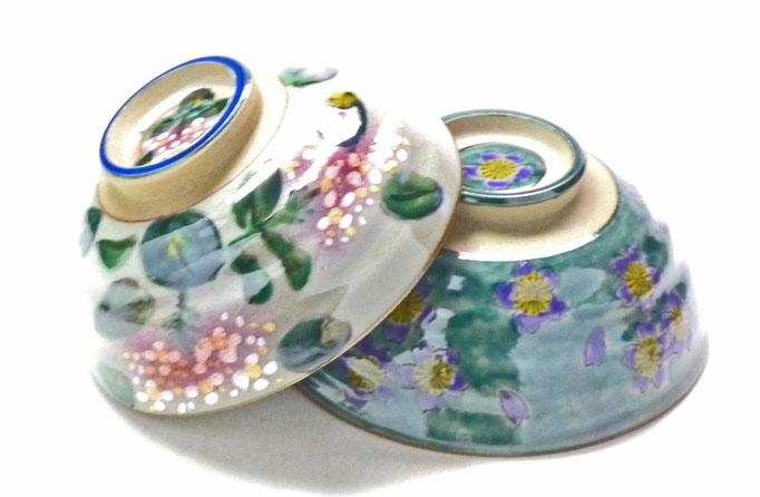 九谷焼通販 おしゃれな飯碗 ご飯茶碗 ペア飯碗 がく紫陽花ピンク+ピンク&グリーン地桜 裏絵 正面の図