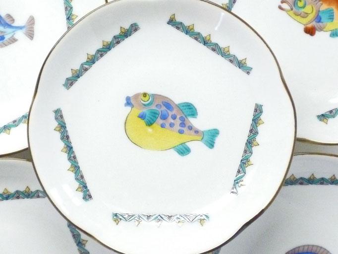 九谷焼 4寸梅型 皿揃え 魚紋 絵変り 裏絵