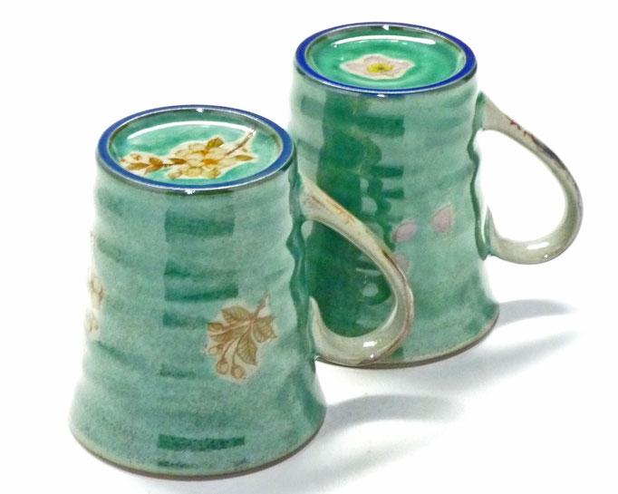 九谷焼通販 おしゃれ ギフト マグカップ マグ ペア 夫婦 しだれ桜緑塗り&ソメイヨシノ緑塗り 裏絵 高台の図