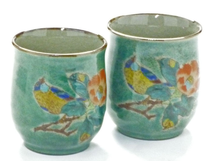 九谷焼通販 ギフト  おしゃれ お湯呑 湯飲み ゆのみ茶わん 夫婦湯呑 ペア 椿に鳥 緑塗り 裏絵 正面からの図