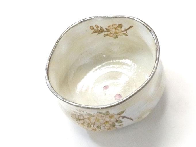 九谷焼【抹茶碗】変形白化粧 しだれ桜 中絵