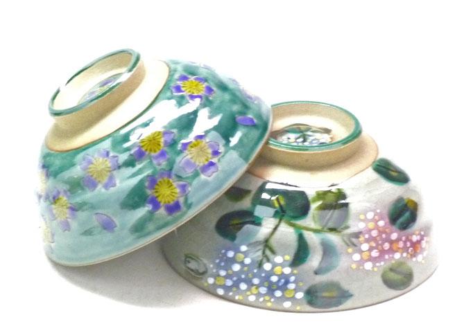 九谷焼通販 おしゃれ 飯碗 茶碗 ご飯茶碗 ペア グリーン地桜&がく紫陽花ピンク+ブルー 裏絵 正面の図