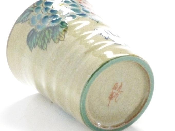 九谷焼通販 おしゃれなマグカップ マグ 白兎 色絵牡丹 高台の図