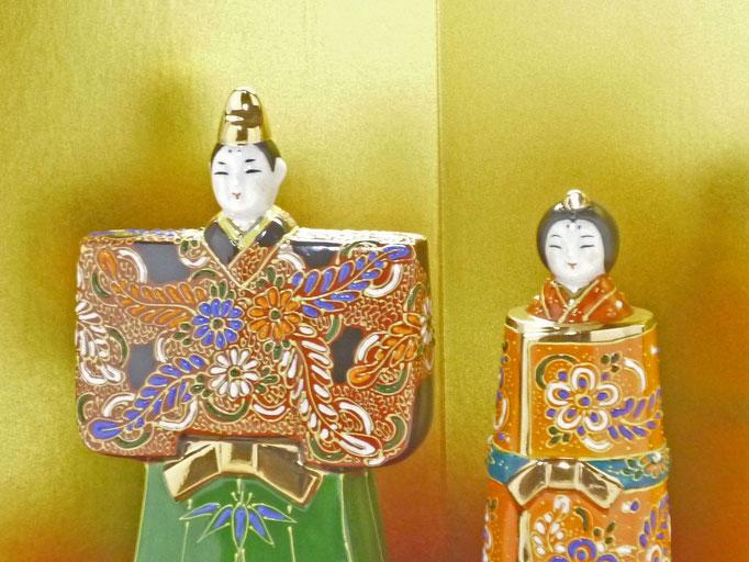 九谷焼 雛人形 お雛様 初節句 立雛 デコ盛 細描 5.5号 木箱台付 正面の図