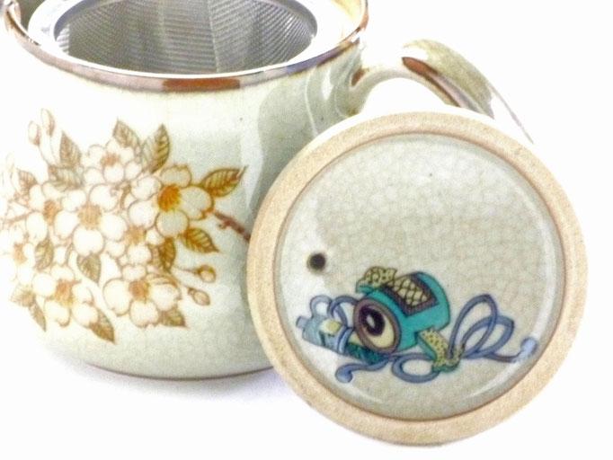 Kutani Yaki(ware)tea pot sakura(cherry blossom) feat.decorated base