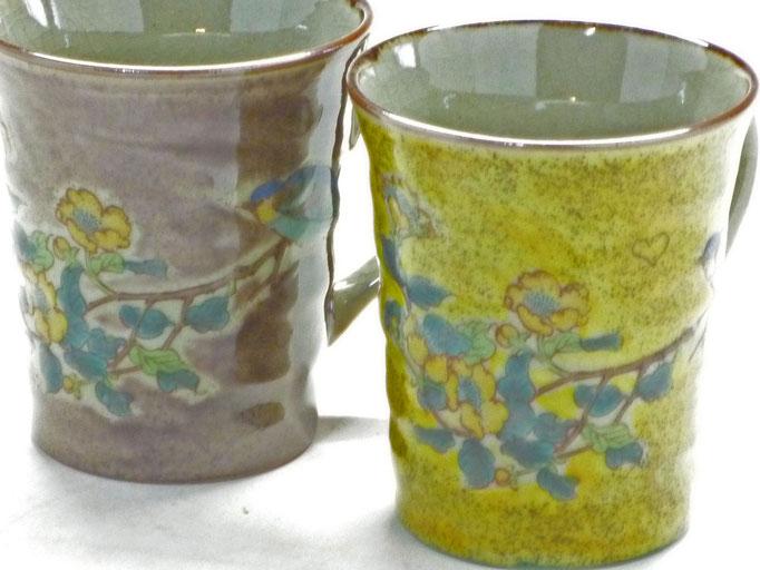九谷焼通販 おしゃれ ギフト マグカップ マグ ペア 夫婦 金糸梅に鳥 紫&黄塗り 裏絵 ハートの図